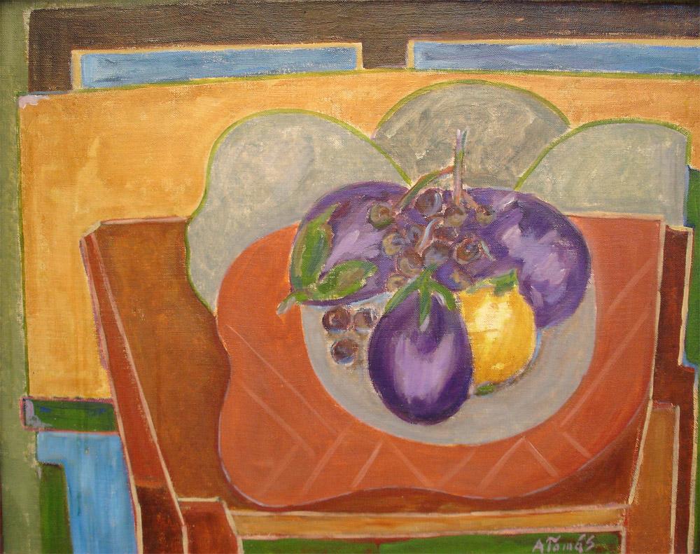 Schale mit Weintrauben und Auberginen